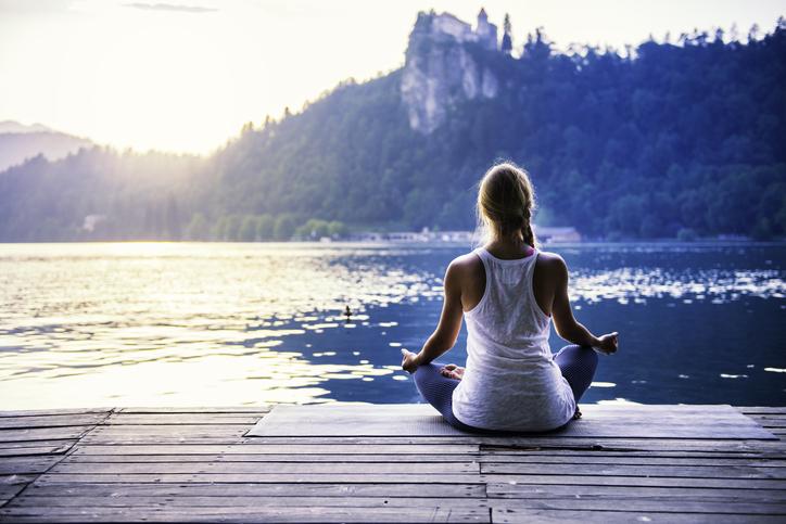 Méditation au bord du lac