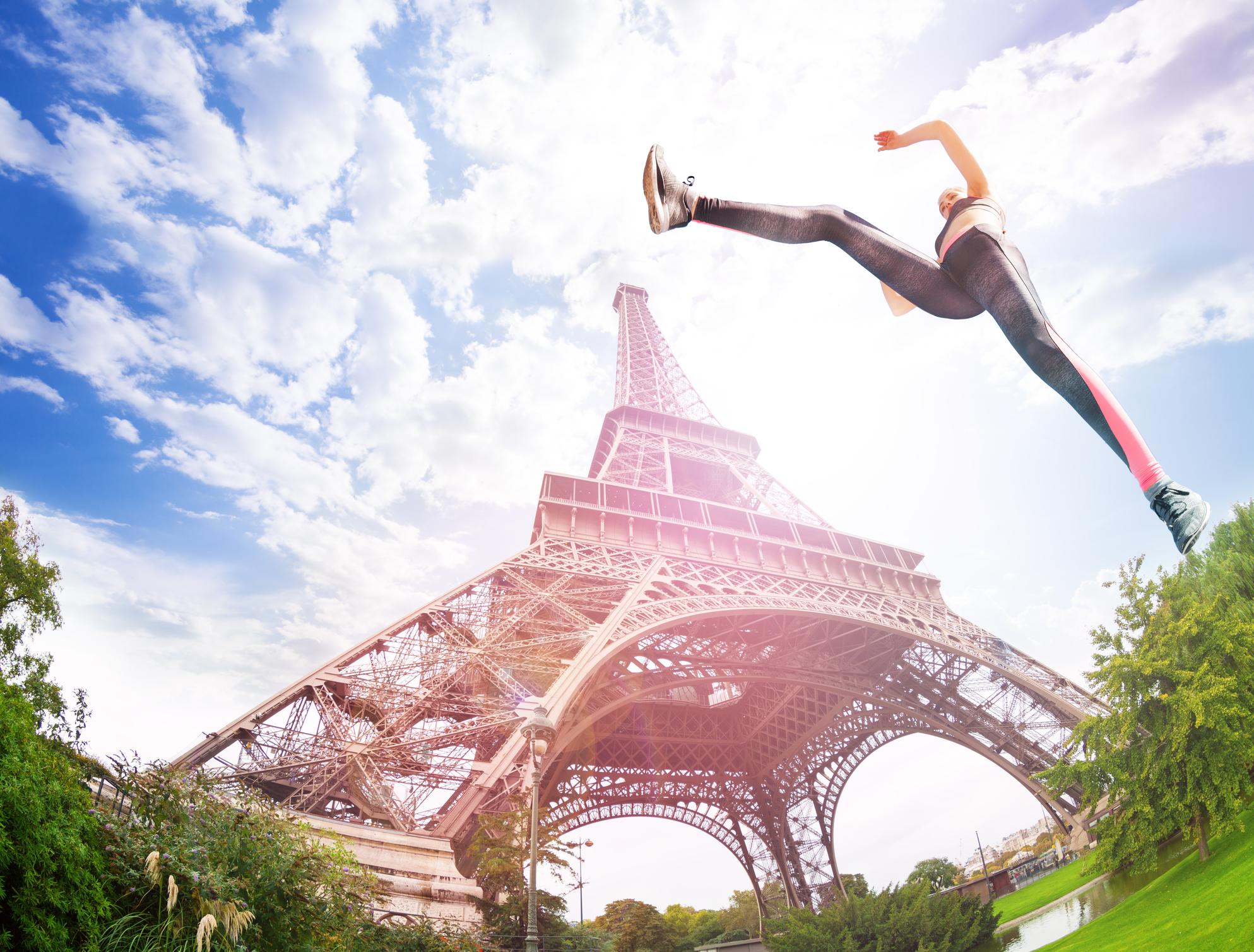Entrainement sportif face à la Tour Eiffel